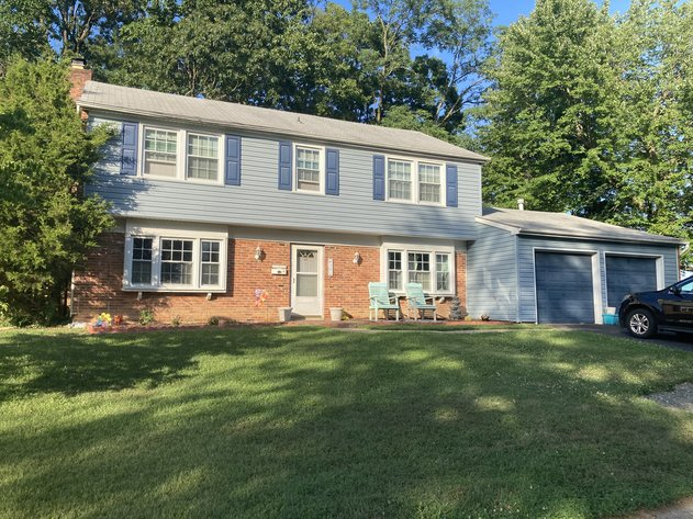 4 BEDROOM, 2 1/2 BATH, COLONIAL STYLE HOME W/ATTACHED 2 CAR GARAGE
