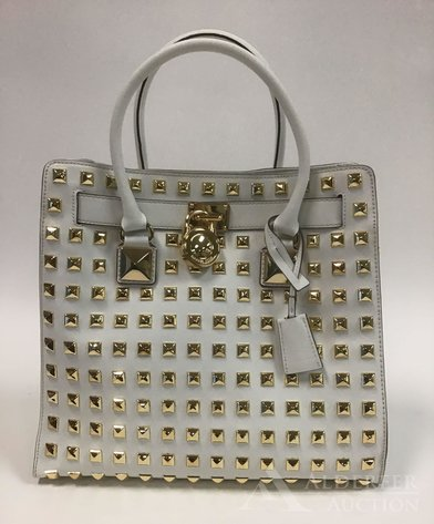 Designer Handbags, Fashion and Accessories | August 11, 2020 at 8:00 PM