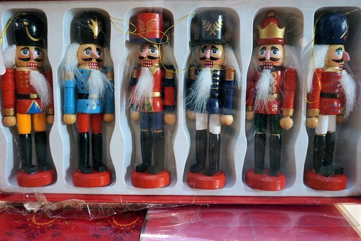 Holiday Giftware & General Merchandise