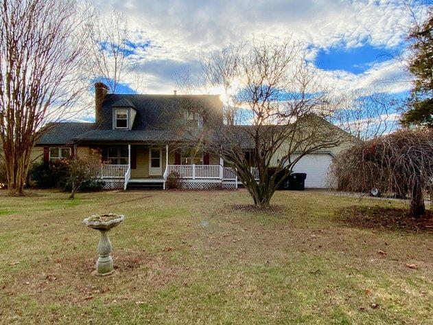 3 BR/2.5 BA Home on 1.37 +/- Acres w/Barn/Shop & Cottage--Fauquier County, VA
