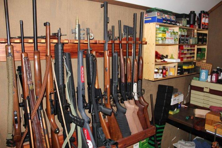Living Estate of Mr. Johnny V. Dark - Guns