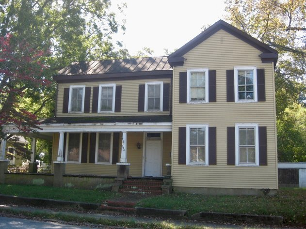 3 BR/2 BA Investment Property in Downtown Emporia, VA--SELLING to the HIGHEST BIDDER!!