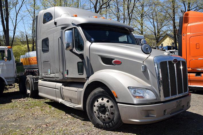 Freightliner & Peterbilt Highway Truck Tractors