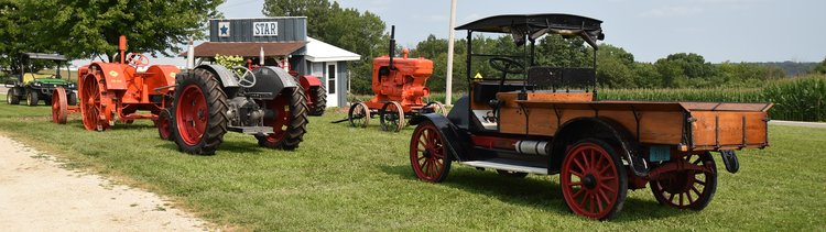 VINTAGE TRACTORS, INTERNATIONAL TRUCK, VINTAGE FARM MACHINERY AND MUCH MORE!!