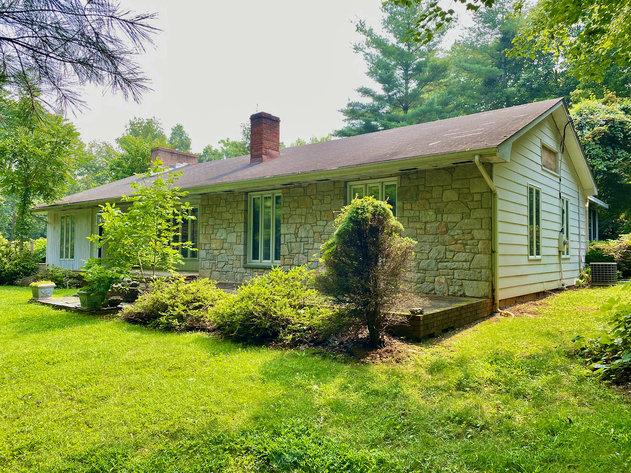 4 BR/2 BA Home on 1.1 +/- Acres in Western Loudoun County, VA