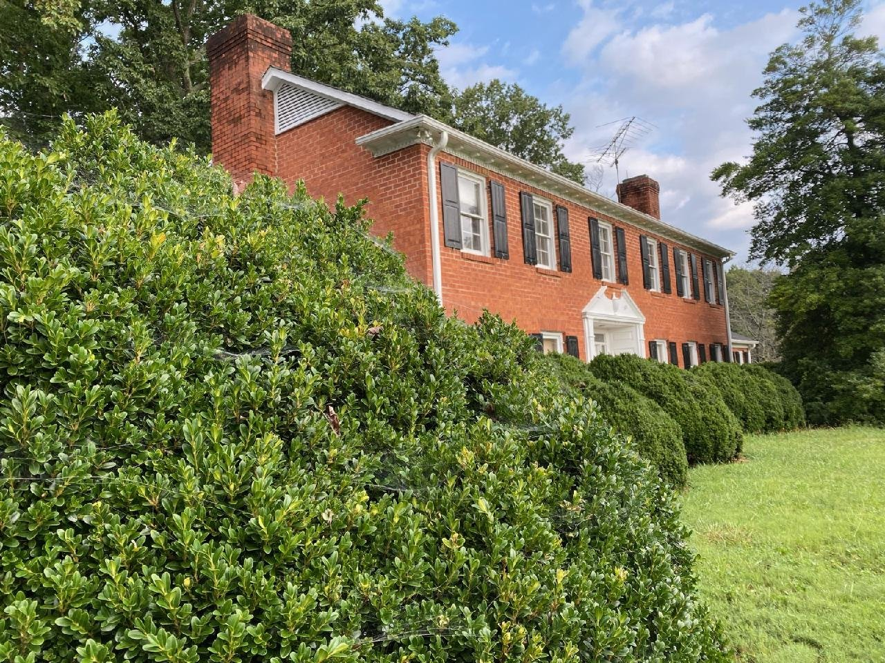 Lone Hickory Estate with 8 Acres
