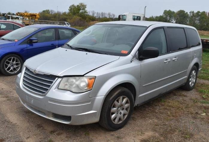 2008 Chevrolet Tahoe Hybrid, 2006 Buick Lucerne, (2) Ford  Taurus & 2010 Chrysler Town and Country, 2008 Cadillac Escalade