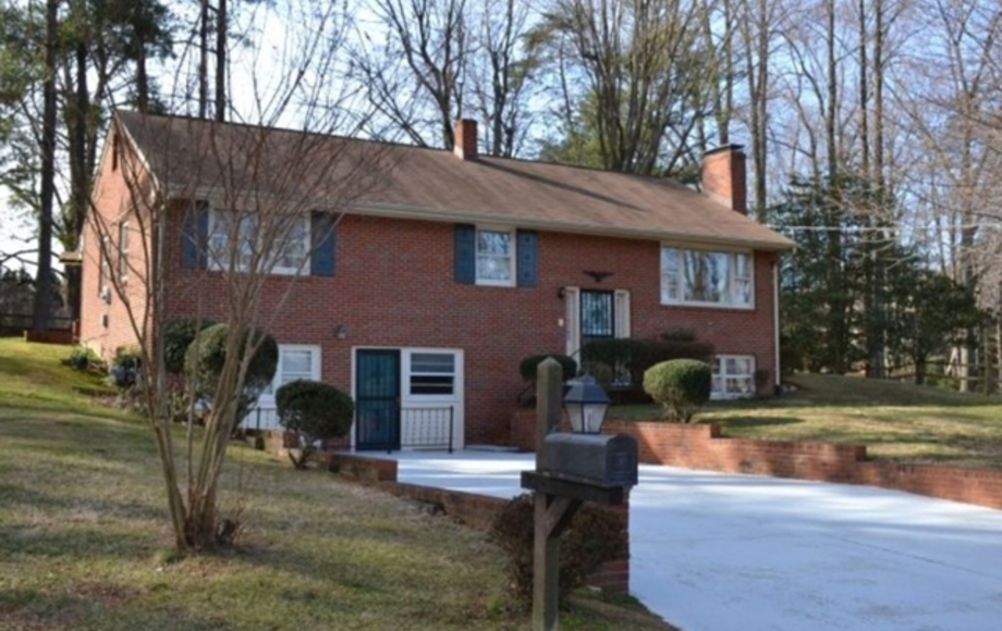 4 BR/2.5 BA HOME ON .4 +/- ACRES
