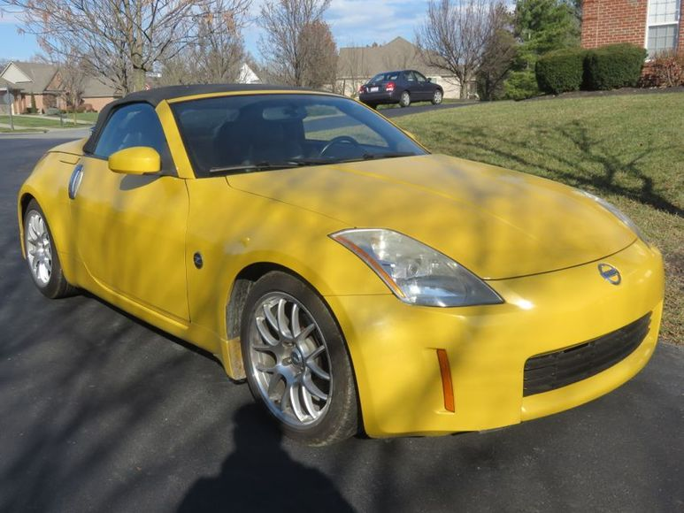 2005 NISSAN 350Z and 2003 CADILLAC SEVILLE SLS