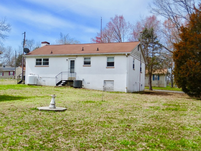 Featured Image for 2 BR/1 BA Home w/30' x 40' Shop on 1.3 +/- Acres in Colonial Beach, VA--Sells to the Highest Bidder!!