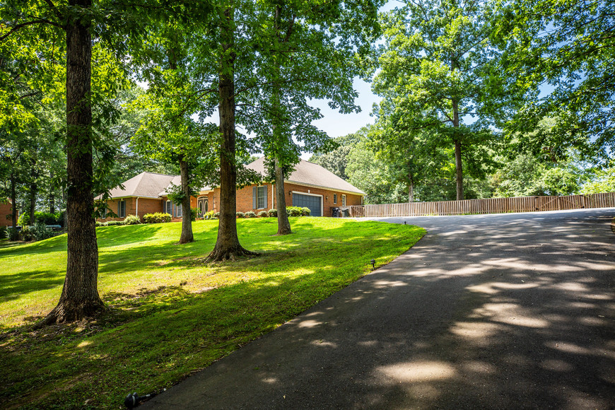 Featured Image for Stately 4 BR/3.5 BA All Brick Stafford County, VA Home on 3 +/- Acre Cul-de-Sac Lot--Selling to the Highest Bidder!!