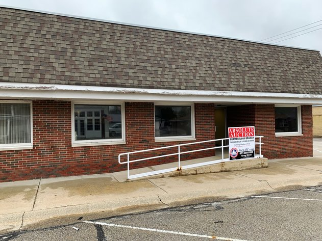 REMOVED FROM AUCTION 5,600± SF Former Bank Branch at 15 S