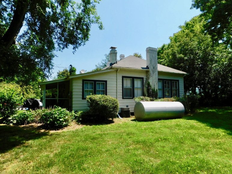 Image for Charming 3 BR/1 BA Home on 2 +/- Gorgeous Acres....Only 15 Miles from Charlottesville  & Close to Wineries!!