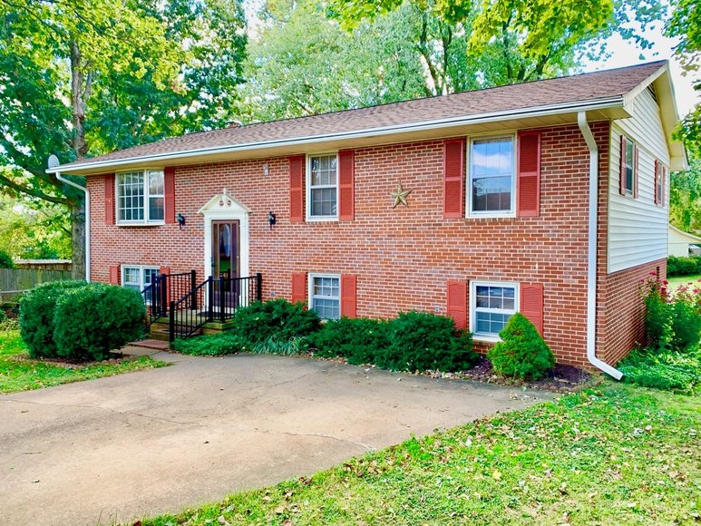 Image for Well Maintained 4 BR/3 BA Home in Highly Desirable Northwest Leesburg, VA