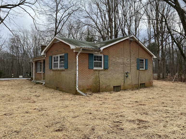 Image for 3 BR/1 BA Brick Ranch Style Home on 1/2 Acre Corner Lot in Madison County, VA--SELLS to the HIGHEST BIDDER!!  ONLINE ONLY BIDDING!!