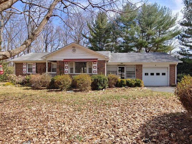 4 BR BRICK RANCHER W/ ATTACHED GARAGE  ON PRIVATE WOODED 1.22+/- AC CORNER LOT