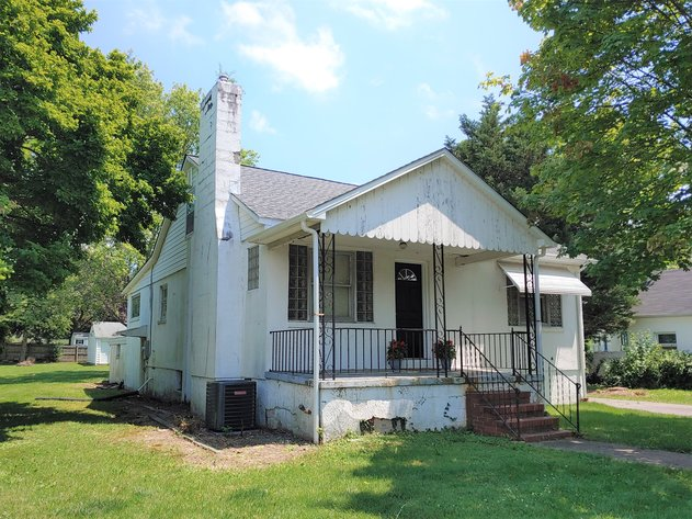 3 BR, 2 BA HOME W/ ATTACHED 2 CAR GARAGE MIXED RESIDENTIAL/OFFICE USE AREA