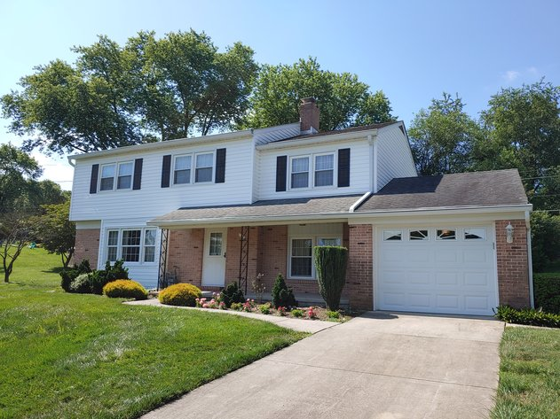 5 BR, 3.5 BA BRICK & VINYL SIDED COLONIAL W/ ATT. GARAGE & IN-LAW SUITE END OF COURT LOCATION ON 0.39+/- ACRES