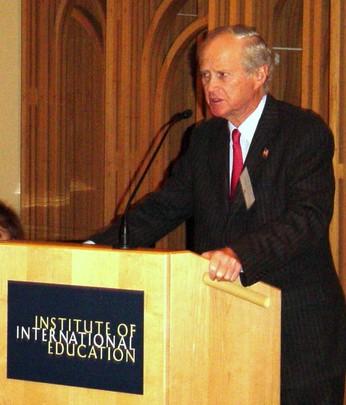 Fall 2004: Ambasador Bruce S. Gelb