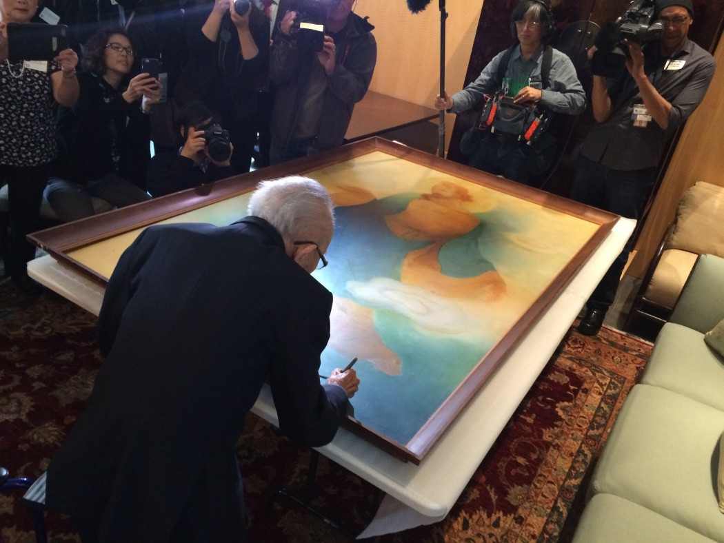 """105-year-old artist Tyrus Wong Signs Long Lost """"Chinese"""