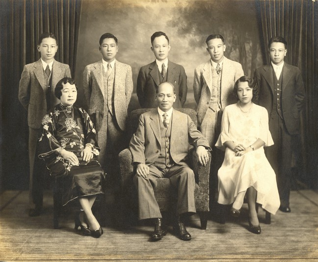 Lim Ben and Alice Wong family standing L to R: sons Frank, Bill, Henry, Jimmy, George. Seated: Alice Wong, Lim Ben, daughter Nancy