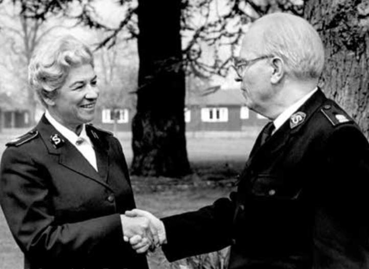 1986: General-elect Eva Burrows with General Jarl Wahlström