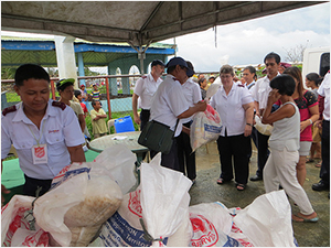 Salvation Army food distribution in The Philippines