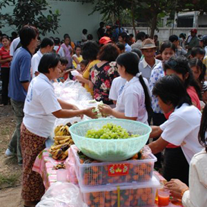 Food distribution to Burmese community