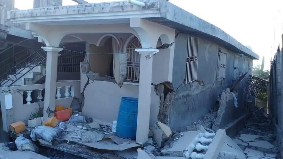 Haiti quake damaged building