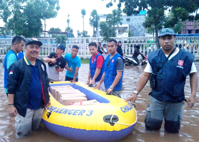 Salvation Army response teams in floodwaters in Indonesisa