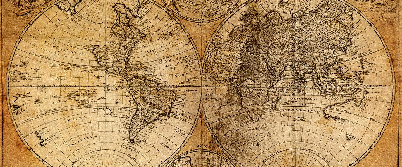 mapa mundo antigo, horizontal, com manchas de passagem de tempo