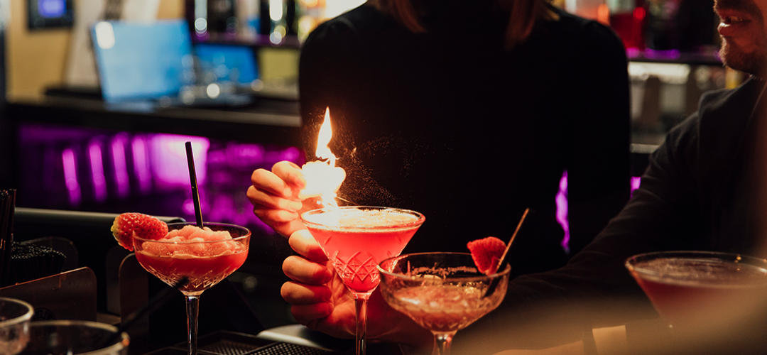 Barista making drinks that are current cocktail trends