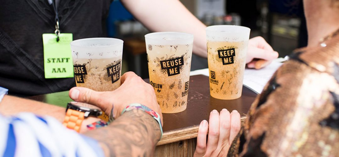 Drinks being served in recyclable cups, a good restaurant sustainability trend