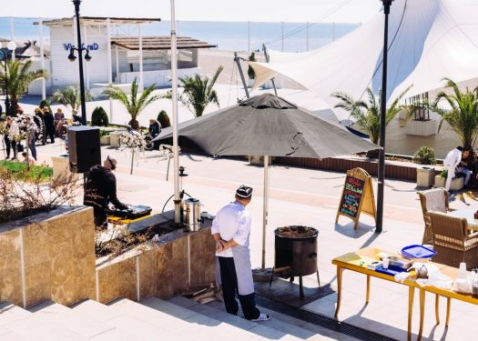 Restaurant near the beach that can benefit from a tourism marketing strategy