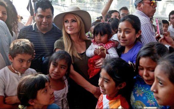 e4cc6a31ed Paris Hilton visita a damnificados en Xochimilco