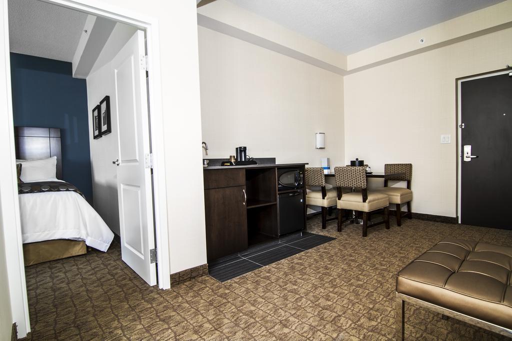 1 rooms hotel wyndham garden niagara falls fallsview country canada - Wyndham Garden Niagara Falls Fallsview