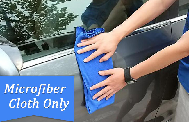 microfiber cloth to clean a car