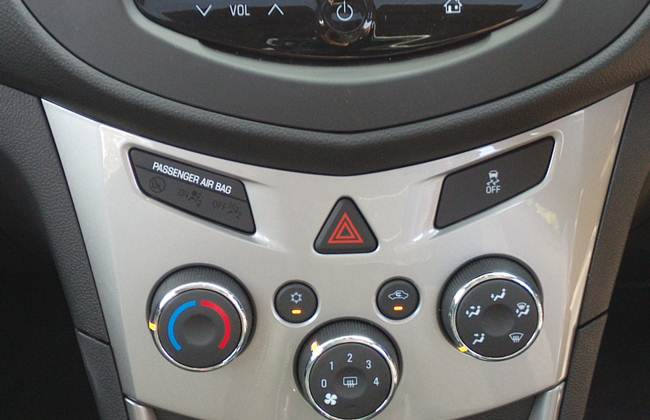 Button controls on the dashboard Trax