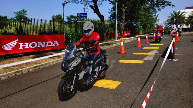 review honda adv150
