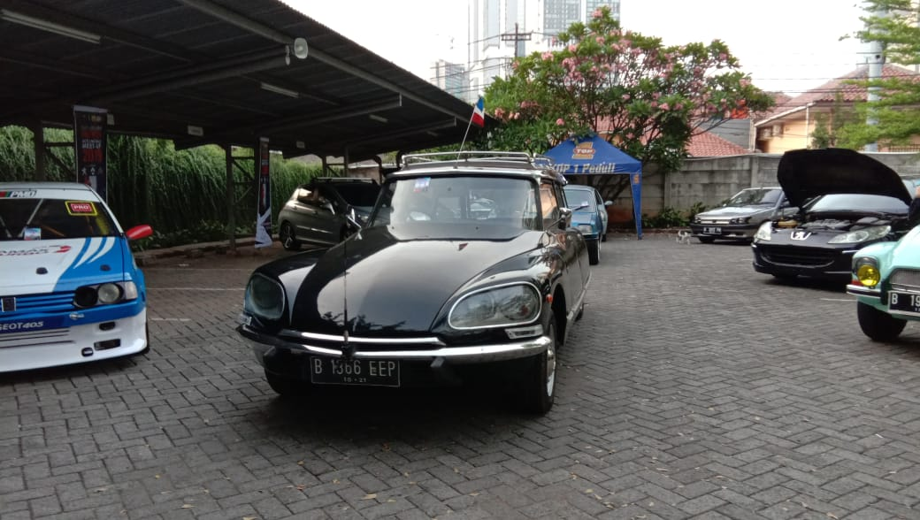 Citroen DS Break 1970 tampak depan