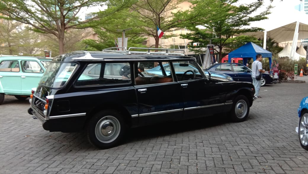 Citroen DS Break 1970 tampak samping