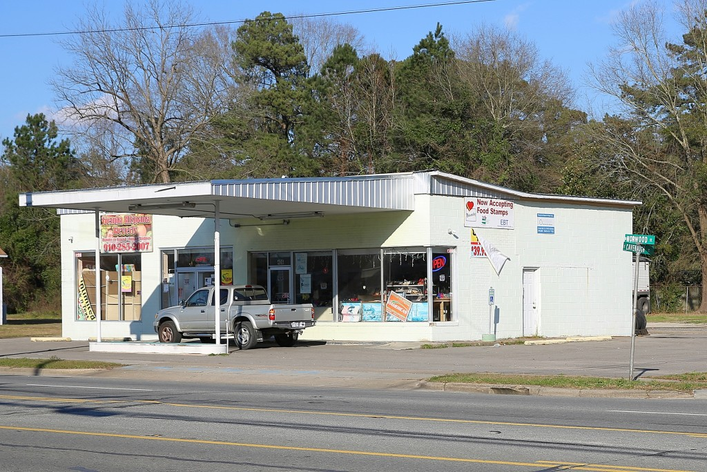 The retail store in Wallace owned by Walda Luna, where some of the illegal tax refund activity took place. (CJ Photo by Don Carrington)