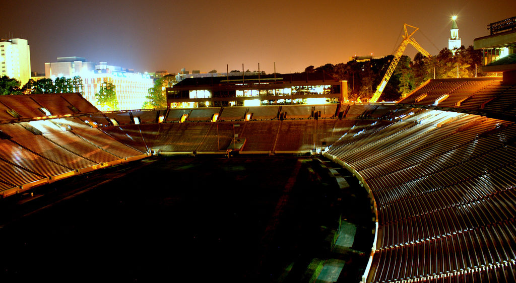 Kenan Stadium at UNC-Chapel Hill (Creative Commons photograph from Flickr, rudresh-calls)