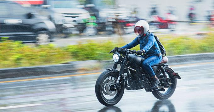 Como Enfrentar Chuvas e Enchentes em Segurança com Carro e Moto