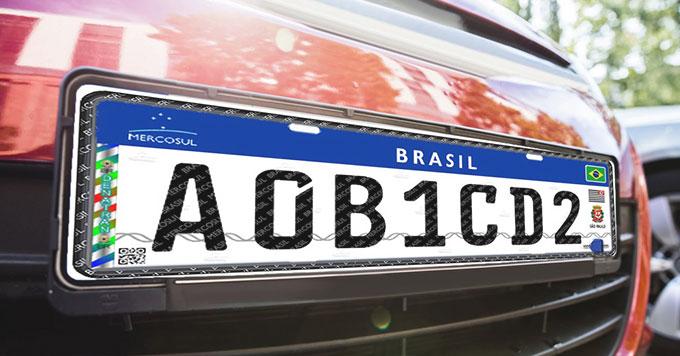 Carros brasileiros começam a usar novo padrão de placa do Mercosul