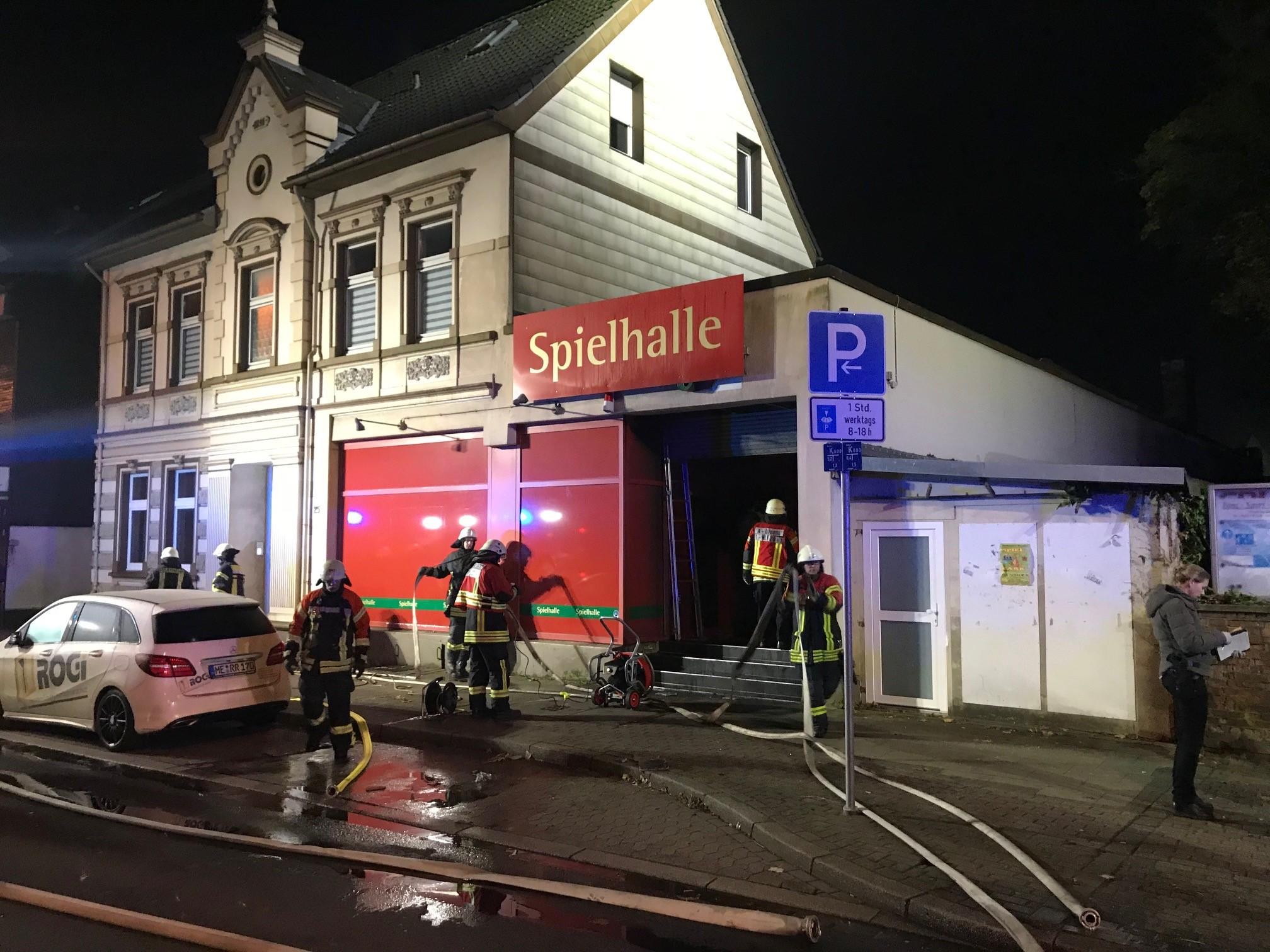FW-Velbert: Feuer in Spielhalle Feuerwehr Velbert drei