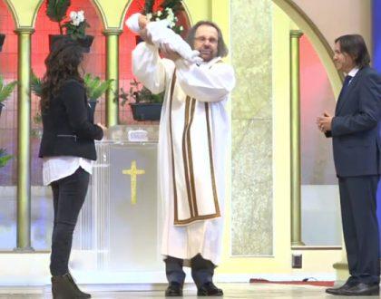 Así fue la presentación de Pablo, el primer hijo del Pastor Barrera y Daniela Cea