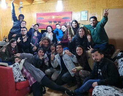 Jóvenes se reúnen para compartir en casas