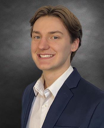 Headshot of Flynn Peters