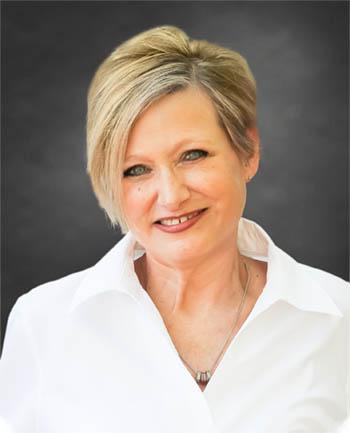 Headshot of Rebecca Molnar